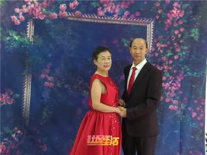 龙泉街道合龙社区为56对金婚银婚老人圆梦公益摄影活动